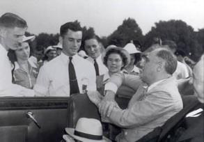 President Franklin D. Roosevelt talks with National 4-H Camp delegates on the Mall, 1940. (Courtesy USDA.
